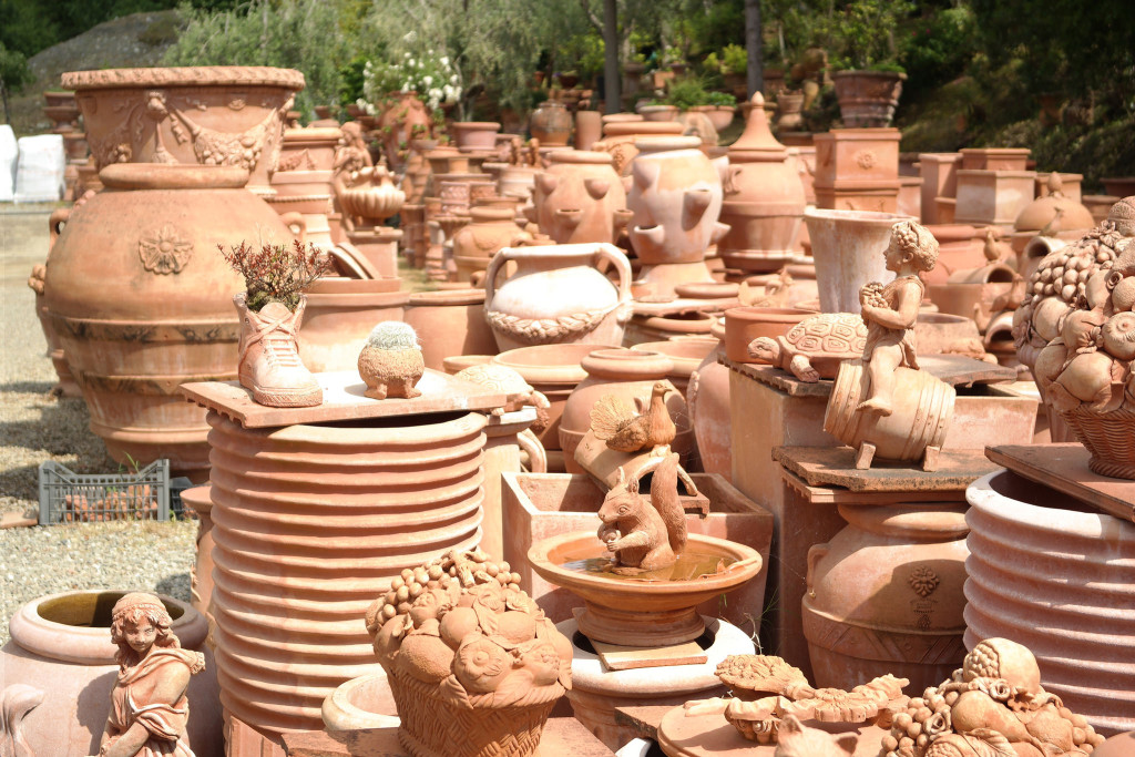 from the clay and the skill of the craftsmen is born the impruneta terracotta echiantishop il blog. Black Bedroom Furniture Sets. Home Design Ideas